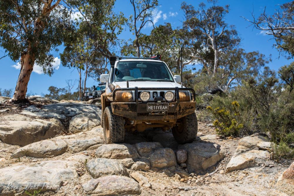 Suzuki Jimny 4x4. Rock climbing.