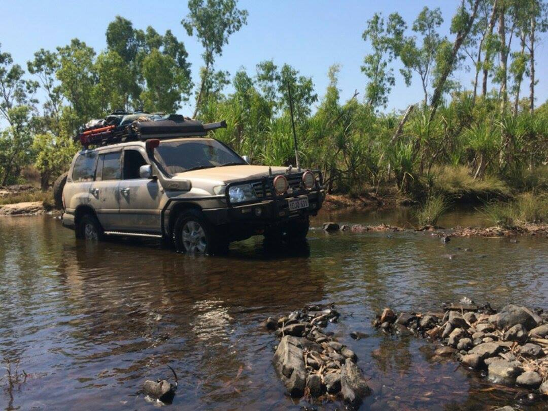 Toyota Land Cruiser 100 Series, water crossing.