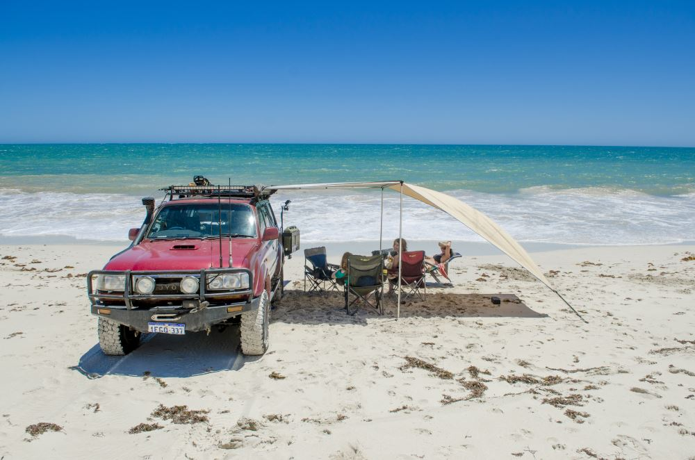 Camping at the beach with a Toyota Landcruiser 80 series Sahara.