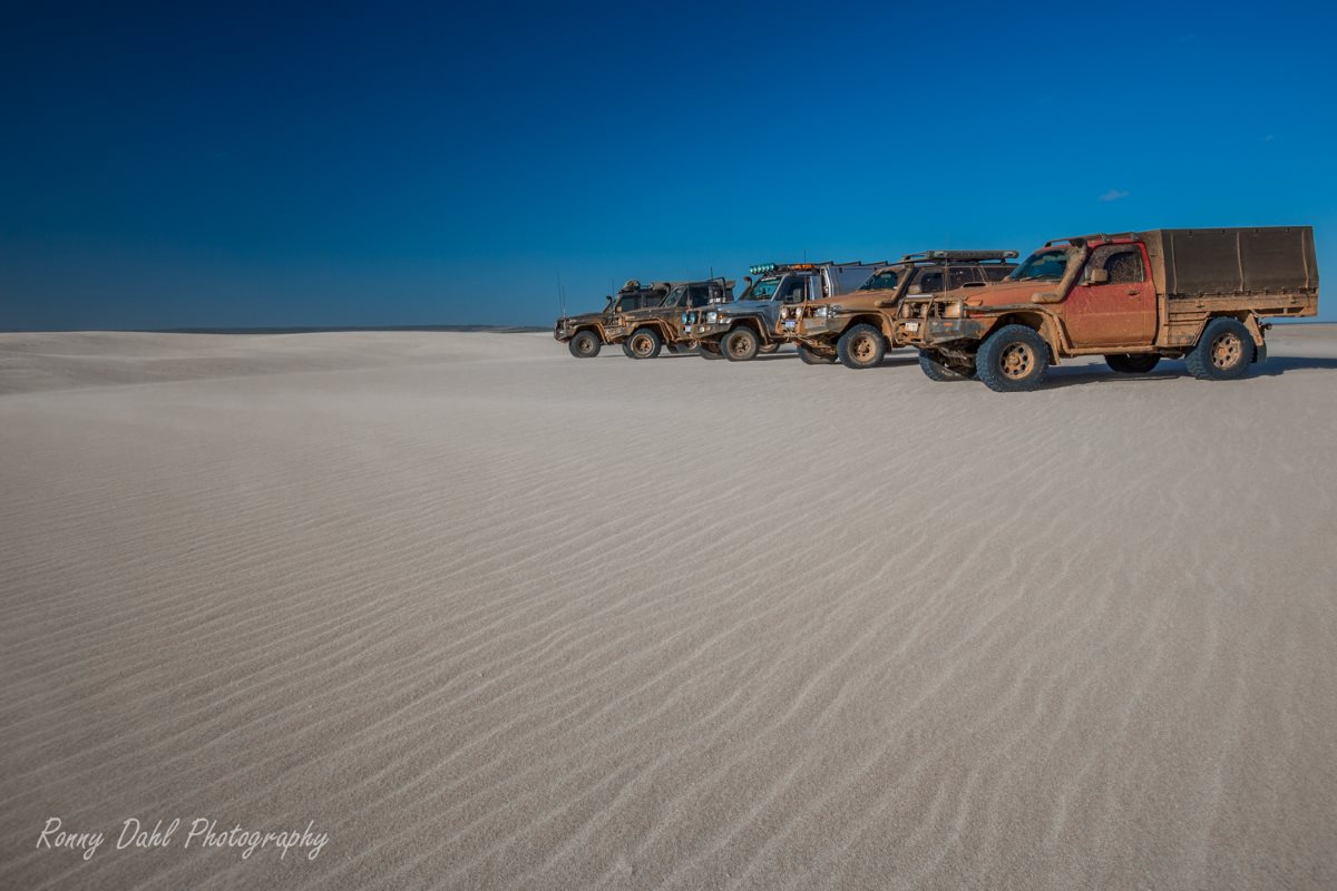 4 Wheel drivers lining up at Lucky Bay, Western Australia.