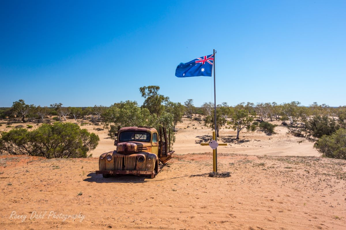 Old truck and the Australian flag.